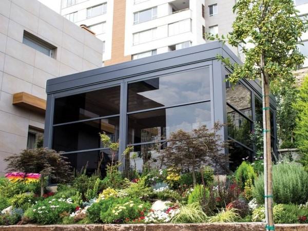 Остекление помещения гильотинными окнами